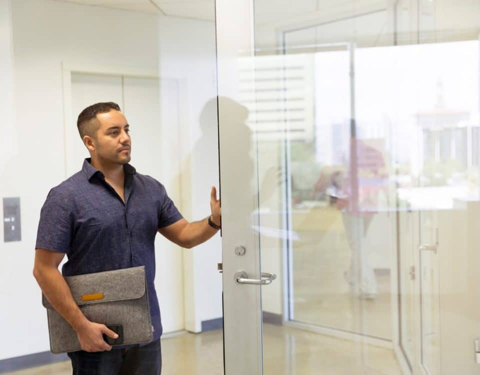 Comment remplacer une serrure sur une porte en PVC?